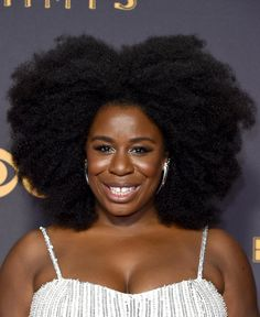 Uzo Aduba slayed the red carpet with a volumious Afro. (Photo: John Shearer/WireImage) Uzo Aduba slayed the red carpet with a volumious Afro. Pelo Natural, Natural Hair Tips, Natural Curls, Natural Hair Styles, Rides Front, Afro Hairstyles, Woman Hairstyles, Black Hairstyles, Gorgeous Hairstyles