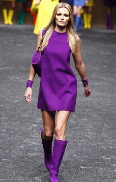 Blumarine Fall 2011 Ready-to-Wear Fashion Show 1960s Fashion, Vogue Fashion, Cute Fashion, Fashion Show, Fashion Trends, Milan Fashion, Purple Mini Dresses, Purple Outfits, Purple Fashion