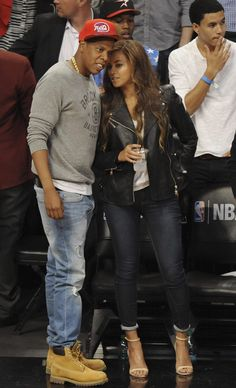 Photos - Beyonce Enjoys a Basketball Game with Hubby Jay Z - MJ Celebrity Magazine Beyonce Pregnant, Dope Couples, Bar Outfits, Celebrity Magazines, Cutest Couple Ever, Mrs Carter, Beyonce And Jay Z, Destiny's Child, Cold Weather Outfits