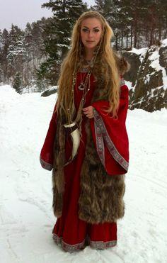 me self myself blonde fur longhair nordic viking norse norsevikingqueen Sol Spydsdottir drinking horn trueblonde medieval dress