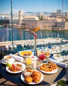 Breakfast In Bed, Morning Breakfast, Good Morning My Love, World Cities, Beautiful Places To Visit, Food Presentation, High Tea, Outdoor Dining, Cookie Recipes