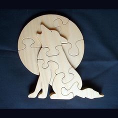 "Wolf howling at the moon – approximately ¾"" x x Intarsia Woodworking, Woodworking Patterns, Deer Antler Crafts, Dremel Wood Carving, Wood Craft Patterns, Intarsia Patterns, Scroll Saw Patterns Free, Animal Puzzle, Wooden Art"