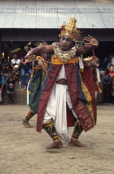 Pak Rupa, from Banjar Tarukan, Mas, in the leading role of Rama in an episode of the Wayang Wong, at the Odalan of Taman Pule, Mas, in 1995