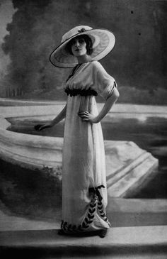 Afternoon dress and hat by Jeanne Lanvin, photo by Talbot. Les Modes June 1912.