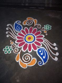 Small Rangoli Design, Colorful Rangoli Designs, Rangoli Designs Images, Beautiful Rangoli Designs, Simple Flower Design, Simple Flowers, Flower Designs, Diwali Rangoli, Indian Rangoli