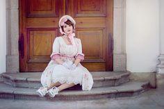 Auris lothol wearing lolita fashion  Dress: Yolanda Necklace: Metamorphose temps de fille shoes: dreamV Gloves: from the Jane Austen centre