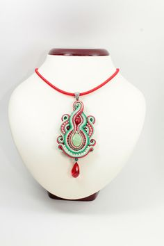 The pendant measures cm Measures about Soutache Pendant, Soutache Necklace, Passementerie, Shibori, Textile Art, Red Green, Beading, Jewelry Design, Jewelry Making