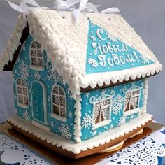 White Gingerbread House, Gingerbread House Pictures, Gingerbread House Parties, Gingerbread Village, Gingerbread Cookies, Christmas Goodies, Christmas Desserts, Christmas Treats, Blue Christmas