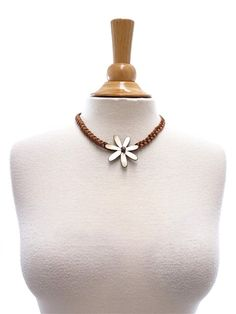 Tahitian Shell Necklace [Single Tiare/Brown]