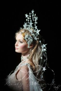 Star crown and gown. Finale Le conte de fées Rusly Tjohnardi Atelier Bridal Collection 2011-2012