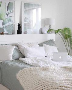 Cozy Basics! Nicht nur im Kleiderschrank, auch im Interior sind schlichte Basics, die sich vielseitig kombinieren lassen, äußerst praktisch! Mit der Perkal-Bettwäsche Sara sind sanfte und süße Träume vorprogrammiert. // Schlafzimmer Bettwäsche Pflanzen Chunky Knit Leuchte Deko Dekorieren #SchlafzimmerIdeen #Schlafzimmer #Dekoration @leonie_loewenherz