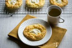 An egg fast friendly cloud bread cheese danish recipe that& super low in total carbs. It& a nice low carb treat to enjoy any time of day. Chips Ahoy, Egg Fast, Low Carb Breakfast, Breakfast Recipes, Breakfast Ideas, Breakfast Dishes, Health Breakfast, Fast Low Carb, Best Low Carb Recipes