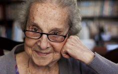 Tatiana Belinky (São Petersburgo, 18 de março de 1919) é uma das mais importantes escritoras infanto-juvenis contemporâneas. É autora de mais de 250 livros voltados para este público. Nascida na Rússia, chegou ao Brasil com dez anos de idade. Recebeu a cidadania brasileira e está radicada em São Paulo há mais de oitenta anos.