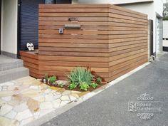 門柱 目隠し ウッドフェンス アイアンウッド 横ボーダー Wood Privacy Fence, Garden Design, House Design, Backyard, Patio, Outdoor Living, Outdoor Decor, House Entrance, Exterior Design