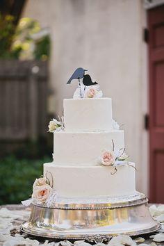 Sweet vintage wedding cake from romantic Florida wedding, photo by  La Dolce Vita   junebugweddings.com
