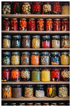 Food storage done right Kitchen Pantry Design, Kitchen Organization Pantry, Kitchen Decor, Organized Pantry, Pantry Ideas, Pantry Storage, Food Storage, Storage Ideas, Deco Restaurant