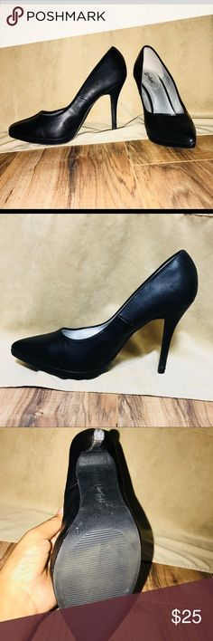 💋LimeLight Heeled Pumps ▪️Size 9 ▪️ Black ▪️ Man-made Materials 🔺 Shows a few wears but other than that its in great condition. LimeLight Shoes Heels