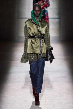Dries Van Noten Fall 2020 Ready-to-Wear Fashion Show - Vogue 2020 Fashion Trends, Fashion Week, Star Fashion, Paris Fashion, New Fashion, Fashion Brands, Fashion Designers, Vogue Paris, Dries Van Noten