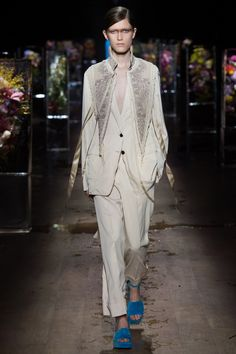 Dries Van Noten Spring 2017 Ready-to-Wear Fashion Show - Tessa Bruinsma