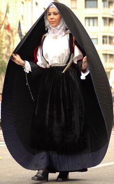 Costume di Sennori (Sennori est une commune italienne de la province de Sassari dans la région Sardaigne en Italie. Wikipédia)