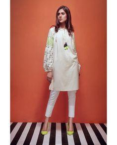 Would paint sleeves like that Stylish Dress Designs, Stylish Dresses, Simple Dresses, Women's Fashion Dresses, Casual Dresses, Pakistani Fashion Casual, Pakistani Dresses Casual, Pakistani Dress Design, Kurta Style