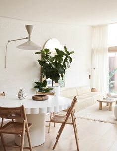 Jenna and Josh Densten's Dreamy New Family Home Vintage Dining Chairs, Vintage Sofa, Interior Lighting, Interior Styling, Interior Decorating, Diy Blinds, Melbourne House, Small Space Design, Dining Room Design