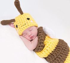 Newborn Baby Bee Outfit Hat and Cocoon Snug Set Newborn