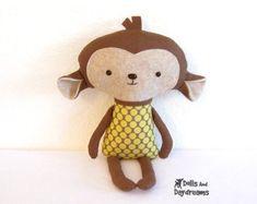 Owl PDF Sewing Pattern Softie Stuffed Toy by DollsAndDaydreams