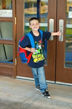 12 Fun Back to School Photo Shoot Ideas First Day Of School Pictures, School Photos, Schools First, School Readiness, Boy Photos, Photography Poses, Back To School, Photoshoot, Memories