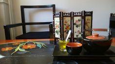 Silk Road – selecție de ceaiuri rare, albe și verzi, bucatele de piersica și caisa, flori de bujori, frunze de bambus, flori de iasomie, kombucha și flori de piersic. http://magazin.greentea.ro/ceai/silk-road-antiaging.html Drumul Matasii, care a unit doua lumi și le-a ajutat sa se cunoască prin marfurile pe care le schimbau. Caravane în deșert, oameni care plecau și veneau spre lumi necunoscute, mister...