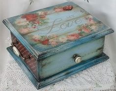 Decoupage Box, Decoupage Vintage, Painted Boxes, Wooden Boxes, Home Crafts, Diy And Crafts, Altered Cigar Boxes, Diy Gift Box, Box Art