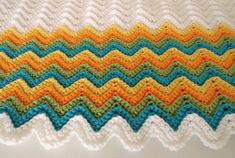 Crochetar Cobertor Afegãs Branco Azul Amarelo Laranja malha itens decorativos Criações -  /   Crochet  Hooks Blanket Afghan White Blue Yellow Orange Knit Knacks Creations -