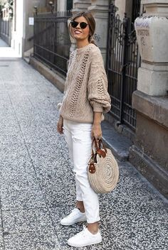 3 successful ways to wear a tan sweater for spring classic spring outfit ideas spring fashion spring weekend outfit easy weekend outfit mom outfits Beige Pullover, Pullover Outfit, Beige Sweater, Beige Outfit, Neutral Outfit, Neutral Style, White Style, Pull Beige, Fashion Mode