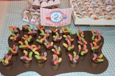 We can use chocolate ice cream instead of pudding as the mud and gummy worms as worms! 2nd Birthday Party Themes, Pig Birthday, Kids Party Themes, Little Girl Birthday, Party Ideas, Birthday Ideas, Cumple George Pig, Peppa Pig Y George, Bolo Da Peppa Pig