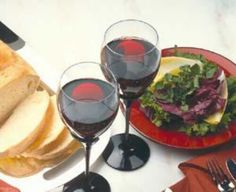 POHLADNICE.sk - K meninám Red Wine, Alcoholic Drinks, Food, Red Wines, Alcoholic Beverages, Meals, Liquor, Alcohol Mix Drinks