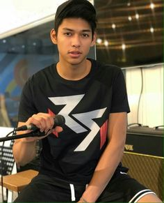 Ricci Rivero, Ideal Boyfriend, Boy And Girl Best Friends, Basketball Players, Just Amazing, Asian Men, Cute Wallpapers, Athlete, Bae