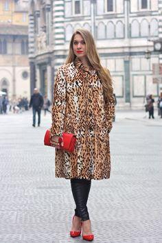 #fashion #fashionista Laura BarbieLaura - fashion blog-: Leopard coat and red accessories...