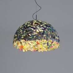 Recycled CD Light. Inspiration only. Website is in another language, and no pictorial. Cd Recycle, Reuse, Repurpose, Light Crafts, Pendant Lamp, Lighting Design, Upcycling, Cd Diy, Dyi