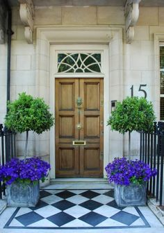 One way to beautify the entrance of your home is to place some flower pots close to the door. Here are several front door flower pots to inspire . Best Front Doors, Beautiful Front Doors, The Doors, Front Door Planters, Front Door Decor, Zinc Planters, Front Entrances, House Front, Porch Decorating