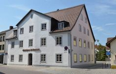Gästehaus Stiftsstadt Kempten Gästehaus Stiftsstadt offers accommodation in Kempten, 3 minutes' walk away from the pedestrian area. The property is only 100 metres away St. Lorenz Basilica and the Residenz.  There are many shops and restaurants in the direct vicinity.