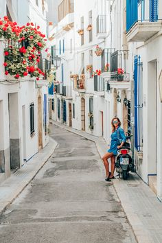 Found the prettiest little street in Sitges! Do you guys like it? Barcelona Travel, Barcelona Spain, Beautiful Sites, Beautiful Places, Backpacking Spain, Tours, Spain And Portugal, Spain Travel, Best Vacations
