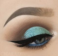 "Totally ""tealin'"" this eye look @cinda.beauty created using our #tarteist clay paint liner! #naturalartistry #rethinknatural #eyelovetarte"