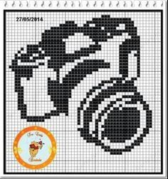 borduurpatroon van een (ouderwetse) camera! Sewing Stitches, Hand Embroidery Stitches, Embroidery Hoop Art, Cross Stitch Embroidery, Cross Stitch Pattern Maker, Counted Cross Stitch Patterns, Blackwork Patterns, Filet Crochet Charts, Crochet Camera