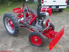 Gibson D tractor photos Yard Tractors, Lawn Mower Tractor, Small Tractors, Antique Tractors, Vintage Tractors, Vintage Farm, Garden Tractor Pulling, Garden Tractor Attachments, Homemade Tractor