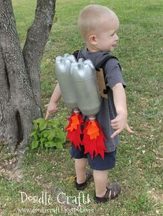 Alien spaceship crafts made from paper bowls, googly eyes and plastic cups. Cool Space Crafts for Kids, http://hative.com/cool-space-crafts-for-kids/,