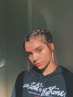 me volví fan de hacerme trenzitas Girl Photo Poses, Girl Photos, Fake Girls, Instagram Pose, Insta Photo Ideas, Poses For Pictures, Aesthetic Girl, Tumblr Girls, Hair Art