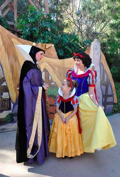 白雪姫 : ママの手作りの衣装でディズニーへ…!4年の歳月をかけた母の愛がすごい♡ - NAVER まとめ