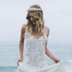 Modern Coastal Wedding ==