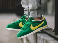 414dfbfed63 acheter basket Nike Cortez Nylon AW Pine Green Optic Yellow (4) Chaussure