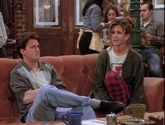 "Staying Home ""Sick"" From School Here Are All 90 Outfits Rachel Green Wore On The First Season Of ""Friends"" Friends Best Moments, Serie Friends, Friends Tv Show, Friends Forever, Rachel Green Style, Rachel Green Outfits, American Apparel Ad, Monica Friends, Catholic School Girl"